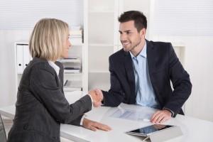 abogado-acordando-servicio-nuevo